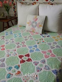 Beautiful Feedsack Hearts! Vintage Green & White Applique QUILT 80x75 Excellent