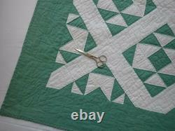 Beautifully Graphic! Vintage Cottage 30s Green & White QUILT 86x72