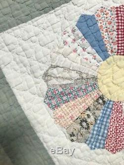VINTAGE HANDMADE DRESDEN PLATE QUILT Scalloped BORDER HAND QUILTING Twin Size