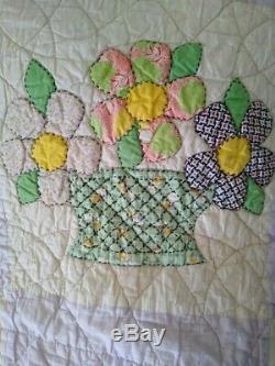 Vintage 1950's Hand Sewn Hand Made FLOWER GARDEN BASKET Twin Quilt 58 x 80