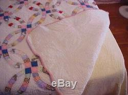 Vintage Hand Made Quilt, Double Wedding Rings Design