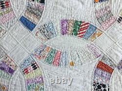 Vintage Handmade Double Wedding Ring Quilt Coverlet 86x74 Scalloped Edge