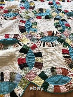 Vintage Handmade Double Wedding Ring Quilt Multicolors 82 x 70 Scalloped Border