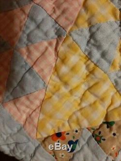 Vintage Handmade Feedsack 1940'S Estate Quilt. 74x90