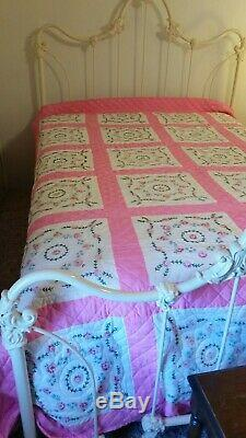 Vintage Handmade Floral Pink Country Quilt 78x98