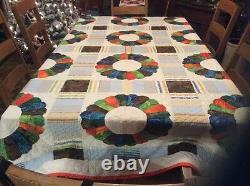 Vintage Handmade Quilt. Dresden Plate. Beautiful