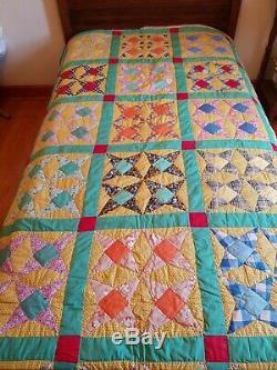 Vintage Quilt handmade Estate sale. This is gorgeous! Check pics 76 x 90