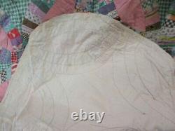Vintage Scalloped Edge Handmade Quilt